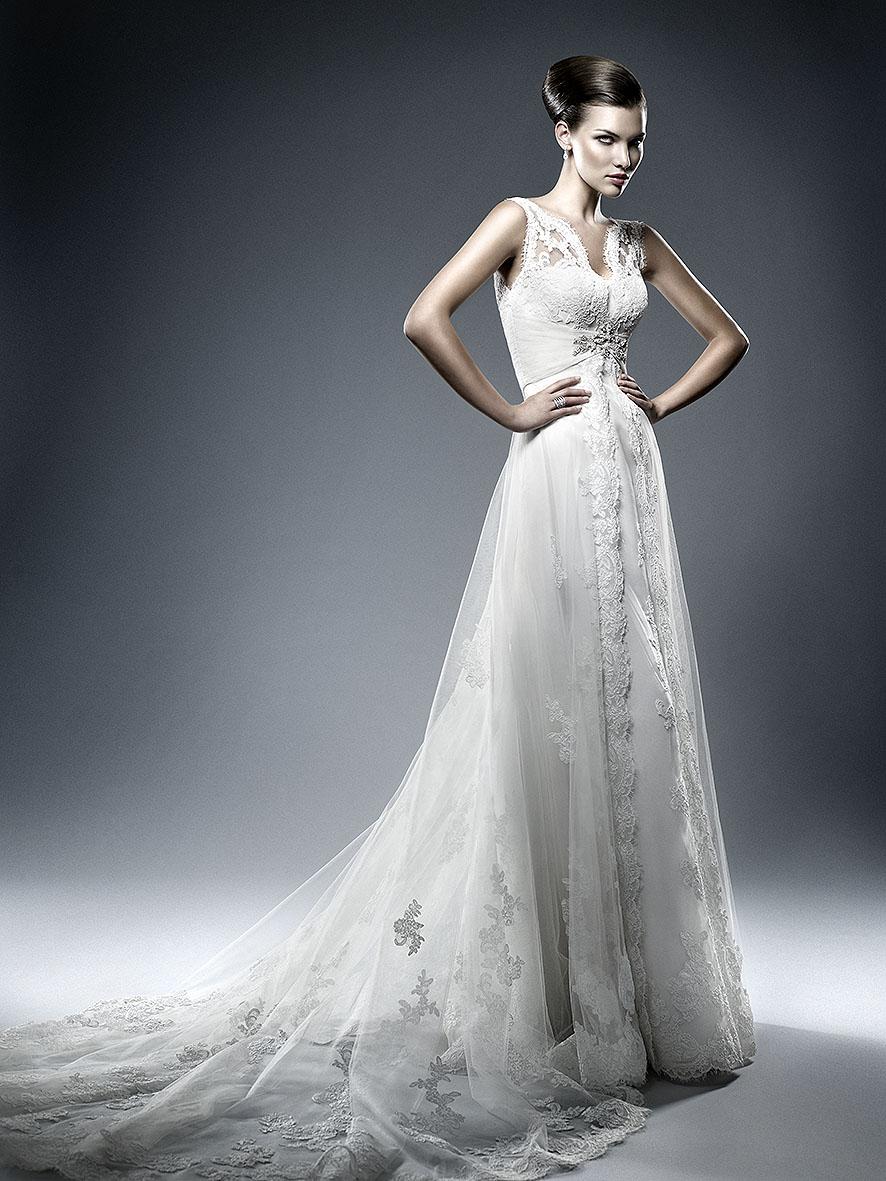 wedding dress by Toni Mateu